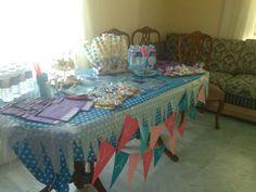 Mesa dulce en el cumpleaños de Laura y Valentina, todo muy frozen!! Elsa y Anna!