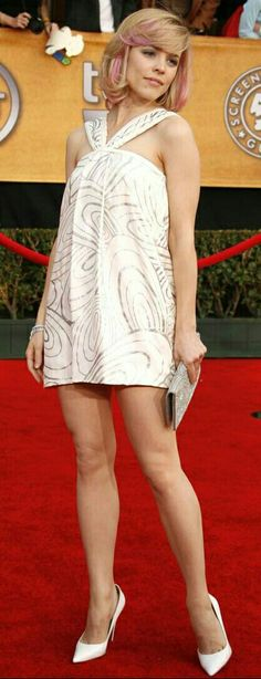 Rachel McAdams: white pumps, toe cleavage, arches, and outstanding legs