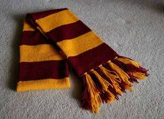 Fantastic Free of Charge knitting scarf harry potter Thoughts Hogwarts Scarf Free Knitting Pattern Tricot Harry Potter, Harry Potter Scarf Pattern, Harry Potter 2, Baby Knitting Patterns, Free Knitting, Crochet Patterns, Knitting Machine, Cowl Patterns, Knitting Scarves