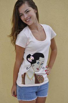 **** Camiseta na cor rosa, malha de ótima qualidade,  tamanho G, mangas curtas,decote redondo ,  com aplique de uma dama antiga  em tecido 100% algodão.  ******* Produto PRONTA ENTREGA**** **** Consultar valor do frete! **** Aceito encomendas em outros tamanhos, cores e modelos Medidas: Largura( busto) 42cm e  63cm de comprimento  Modelo:Bárbara Bet Kohls R$ 70,00