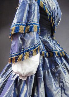 For Sale on 1stDibs - Circa 1855 France French Day dress with bodice and round crinoline skirt in changing and noising taffeta dating from the beginning of the Second French Silk Ribbon, Grosgrain Ribbon, Day Dresses, Evening Dresses, Crinoline Dress, 1850s Fashion, Capelet, Bodice, Two By Two