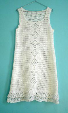 Vestido em crochet. Peça única. Confeccionado em fio 100% algodão. Tamanho M.