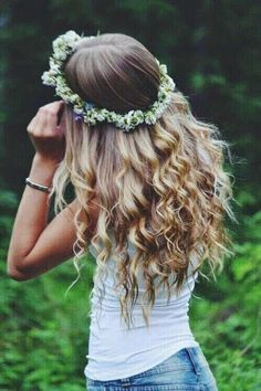 Image via We Heart It https://weheartit.com/entry/168647278 #blondehair #bracelets #crown #curly #curlyhair #denim #flower #flowercrown #freedom #girl #girly #happiness #jeans #nature #season #style #summer #teen #top #white #wild