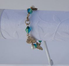 Golden Leaf Bracelet by KateMaderDecor on Etsy Golden Leaves, Trending Outfits, Unique Jewelry, Bracelets, Handmade Gifts, Etsy, Vintage, Kid Craft Gifts, Craft Gifts