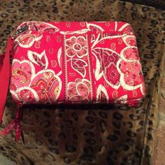"""Vera Bradley hard tablet case Fits a 10"""" tablet  in very good condition Vera Bradley Accessories Laptop Cases"""