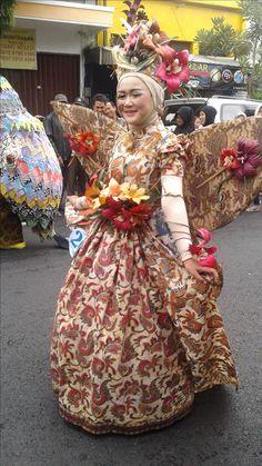 Arak-arakan Pekan Batik Nusantara 2016 Carnival, Victorian, Fancy, Costumes, Dresses, Fashion, Mardi Gras, Gowns, Moda