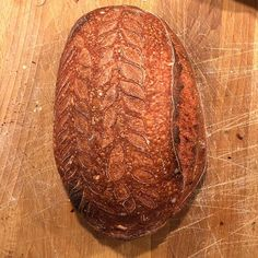 Heres the pink dough loaf. You can see there is a hint of pink in the crust. This spent the night in the fridge before baking. #surdeig #matbloggsentralen #artisanbread #realbread #sourdough #bread #baking #nrkmat