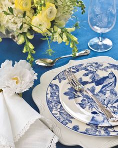 A songbird salad plate captures the unparalleled beauty of blue-and-white china. #southernladymag #blueandwhite #mixandmatch #blueandwhiteforever #tabletopinspo #placesetting #tablescape #tabletop #blueandwhitechina #eleganceintheeveryday #summerinthesouth Brunch Table, Sunday Brunch, Blue Tablecloth, Pantone 2020, Elegant Table Settings, Arbour Day, Southern Ladies, Blue And White China, White Peonies