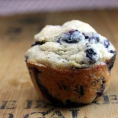 So I (Sommer) made these tonight. There is no measurement for how much baking powder to use so I used 1 teaspoon. Also calls for fresh berries, mine were fresh but I froze them. Needless to say , they were spectacular! Breakfast Cake, Breakfast For Dinner, Breakfast Dishes, Breakfast Recipes, Breakfast Options, Blueberry Muffin Cake, Homemade Blueberry Muffins, 0 Calorie Foods, Yummy Treats