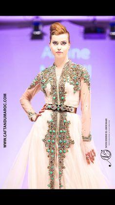 Amine MRANI Caftan Du Maroc fashion show paris 2016 Caftan & Luxury Photographer: Nour Eddine El Ghoumari Top Model : Oxana Azarenkova Arab Fashion, Muslim Fashion, Fashion Show, Fashion Outfits, Morrocan Kaftan, Moroccan Dress, Morrocan Fashion, Oriental Dress, Caftan Dress