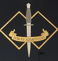"""Badge of the Commando Regiment >> translates to """"Without Warning"""" Us Green Berets, Australian Special Forces, Badges, Special Operations Command, Army Reserve, British Uniforms, Combat Knives, Royal Marines, Military Police"""