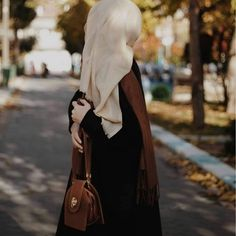 Stylish Hijab, Hijab Chic, Stylish Dresses For Girls, Stylish Girls Photos, Hijabi Girl, Girl Hijab, Muslim Girls, Muslim Women, Hijabi Gowns