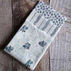 Patchworkový balíček látek Růžičky šedé 3 x 50 cm x 55 cm Notebook, Scrappy Quilts, The Notebook, Exercise Book, Notebooks