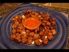 The classic finger food, these stuffed Mozzarella Meatballs are made the old fashioned way. Check out how much better the real deal tastes. So yummy and serves a big crowd. World's Best Food, Good Food, Bowl Recipe, Mozzarella Stuffed Meatballs, Super Bowl, Meatball Recipes, Yummy Appetizers, Chana Masala, Tandoori Chicken