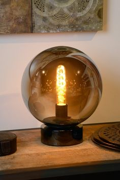 This glass ball with a diameter does not predict the future but will deliver a great night! The table lamp is a unique combination of a glass ball filled with subtle silver touches. Home Interior Design, Metal Welding, Table Lamp, Glass Ball, Edison Light Bulbs, Light, Grey Table Lamps, Home Deco, Home Decor