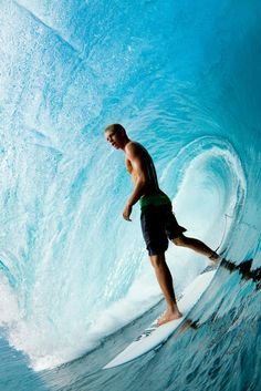 John John Florence just standing No Wave, Beach Boys, E Skate, Whatsapp Wallpaper, Surfing Pictures, Learn To Surf, Sea Waves, Surfs Up, Surfboard