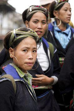 Sapa - Black Hmong Women in Vietnam