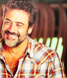 Jeffrey Dean Morgan has the most beautiful smile John Winchester, Jeffrey Dean Morgan, Team Negan, Pretty People, Beautiful People, Beautiful Smile, Actrices Hollywood, Grey's Anatomy, Man Crush