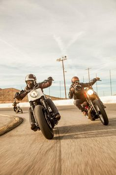 chasing the finish line at Willow Springs International Raceway #motorcycle #motorbike