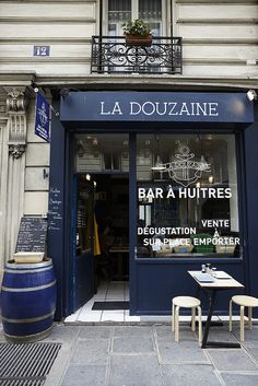 Paris, La Douzaine (The Dozen) Oyster Bar Cafe Design, Store Design, Restaurant Design, Restaurant Bar, La Trattoria, Cafe Bistro, Lokal, Cafe Shop, Shop Fronts