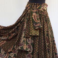 Jupe longue verte et ocre à dessins paisley en coton , 45 pans : Jupe par akkacreation