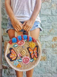 Hand Beaded Tote Bag Crochet Handbags, Crochet Purses, Crochet Bags, Round Straw Bag, Basket Bag, Wood Basket, Beaded Bags, Artisanal, Knitted Bags
