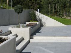 Vi har tillverkat stödmurselement i Ängelholm sedan början av 1980-talet. | Starka.se Linden Gardens, Outdoor Paving, Garden Steps, Outdoor Furniture Sets, Outdoor Decor, Outdoor Ideas, Backyard, Patio, Stark