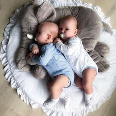 2020 Trends for Cute Baby Girl Room Ideas Twin Baby Boys, Cute Baby Boy, Baby Kind, Twin Babies, Baby Love, Baby Gap, Baby Doll Bed, Baby Dolls, Cute Twins