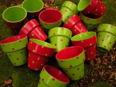 Painted Clay Pots, Painted Flower Pots, Flower Pot Crafts, Clay Pot Crafts, Elf Christmas Decorations, Christmas Crafts, Garden Ideas With Plastic Bottles, Simple Wall Paintings, Small Balcony Decor