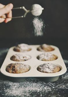 ako pripravit bananovo-spaldove muffiny - My site Healthy Muffins, Griddle Pan, Goodies, Food And Drink, Cupcakes, Yummy Food, Valspar, Healthy Recipes, Cooking