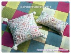'색실누비'의 네이버 이미지검색 결과입니다. Traditional Quilts, Korean Traditional, Korean Crafts, Tea Cozy, Free Motion Quilting, Pin Cushions, Hand Sewing, Needlework, Applique