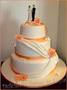 Wedding Cake Rose e Drappeggi, la torta di matrimonio di Paola e Marco pasta di zucchero PDZ cake design torta di matrimonio rose drappeggi drappi torta elegante torta decorata color pesca torta di nozze anniversario di matrimio Dulcisss in forno ortensie ghiaccia reale