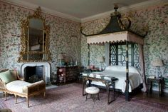 Badminton House A perfect example of an century chinoiserie bedroom, complete with hand painted wallpaper. The furniture are copies of Chinese furniture by William and John Linnell Badminton, Colonial, Beaufort House, Good New Books, Discount Bedroom Furniture, Family Dining Rooms, Living Room, Layout, Bedroom Decor