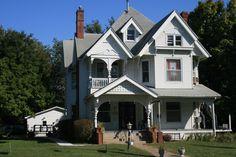 MountPleasant_IA-10  The Hervey N. Crane house located at 401 E. Washington Street.