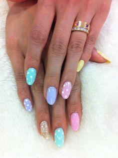 polka dots pastel nails / laval nails / ongles laval/ nails art / nails design www.ongleslaval.com