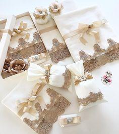 Sevgili.. 🌸Dilara 👰🏻gelin için hazırlıyo olduğumuz özel tasarım fransız dantel havlu lavanta keselerimiz.. mis kokulu sabunlar... eşliğinde… Wedding Boxes, Diy Wedding, Wedding Favors, Wedding Gifts, Wedding Decorations, Fun Crafts, Diy And Crafts, Trousseau Packing, New Project Ideas