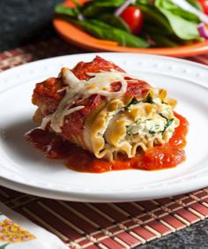 Delicious Chicken and Spinach Lasagna Roll-ups. Perfect healthy and quick dinner. | Evolving Motherhood