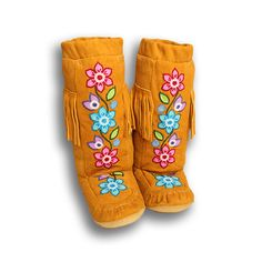 Manitobah Mukluks US - Storyboots by Manitobah Mukluks Native American Baby, Native American Fashion, Beaded Jewelry Patterns, Beading Patterns, Beading Ideas, Beaded Moccasins, Beaded Shoes, Beadwork Designs, Native Design