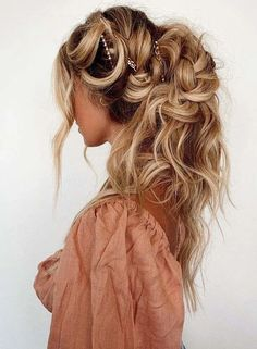 Find here absolutely stunning ideas of tousled boho braids and wedding hair styles for long hair looks. Ladies may use to wear this fantastic hair style on their special events to get attractive hair look. We are here to provide you so many best hair colors ideas also to sport in current year. Wedding Hairstyles For Long Hair, Braids For Long Hair, Boho Hairstyles, Latest Hairstyles, Beautiful Hairstyles, Beautiful Braids, Gorgeous Hair, Girls Braids, Cool Hair Color