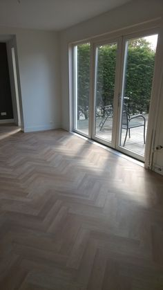 project floors herringbone pvc floor laid by anne vianen from art floor katwijk - The world's most private search engine Foyer Flooring, Pvc Flooring, Timber Flooring, Wooden Floor Tiles, Herringbone Wood Floor, Dream Home Design, Home Interior Design, Planchers En Chevrons, California Homes
