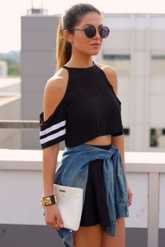 Stylish crop top – Second Hand fashion Crop Top Styles, Cropped Tops, Women's Fashion Dresses, Girl Fashion, Sporty Fashion, Summer Outfits, Casual Outfits, Summer Clothes, Fashion Over 40