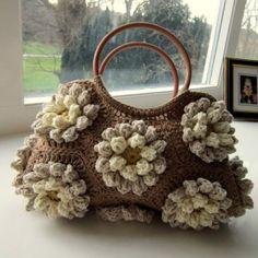 Borsa a uncinetto con granny esagonale e fiore in rilievo - Tutorial