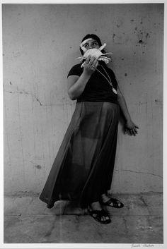 Graciela Iturbide Mujer Cangrejo, 1985 Juchitán, Oaxaca, México Plata sobre gelatina