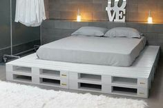 Pallet Furniture Projects Paletten Bett Mehr - a bed in any of king or queen size layout, check out this DIY platform bed scheme which has been displayed by placing in different styles of bedroom interiors.
