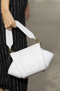 <Christian Siriano at New York Fashion Week Fall 2019 Christian Siriano at New York Fashion Week Fall 2019 – Details Runway Photos Stylish Handbags, Handbags On Sale, Christian Siriano, New York Fashion, Leather Handbags, Leather Bag, Creative Bag, Beautiful Handbags, Luxury Bags