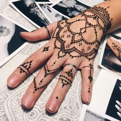 Awesome Henna Tattoo Idea For Girls Hand Collection of creative & unique mehndi-henna designs for girls Henna Tattoo Hand, Henna Tattoos, Henna Mehndi, Finger Tattoos, Hand Tats, Arm Tattoo, Henna Art, Pinky Tattoo, Mehndi Art