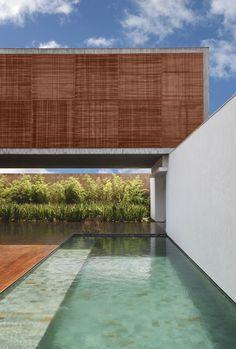 BT House / Studio Guilherme Torres. Imagem © Denilson Machado #pool #piscina