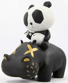 Hippo Panda : Black by Cacooca Vinyl Toys, Vinyl Art, 3d Character, Character Design, Character Modeling, Character Concept, Graffiti, Found Object Art, Cute Clay