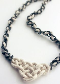 Pretty celtic knot.  Now I want to make one.  Too bad I NEVER wear jewelry.  *grrrrrrr*