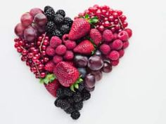 A berry beautiful heart - Happy Valentine's Day! 6 berries you should be eating for heart health Heart Healthy Recipes, Healthy Snacks, Healthy Eating, Healthy Heart, Healthy Fruits, Snacks List, Healthy Cooking, Dessert Healthy, Healthy Brain